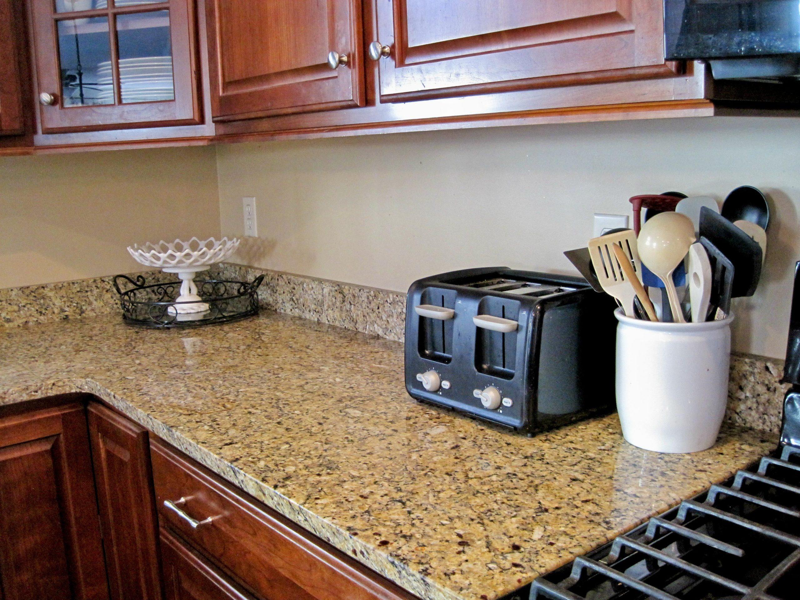 countertop short backsplash  Short backsplash in same material as countertop!   Kitchen ..